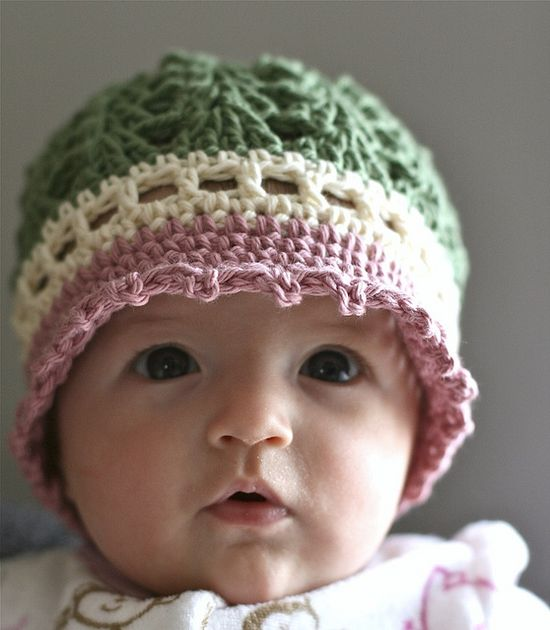 An adorable hat ! :) Love the colors.