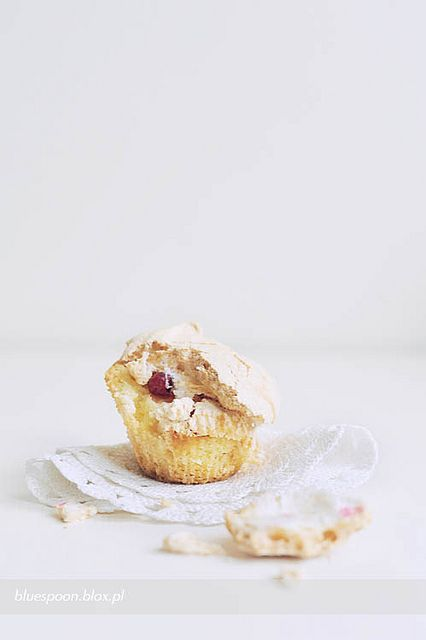 red currant & meringue muffins