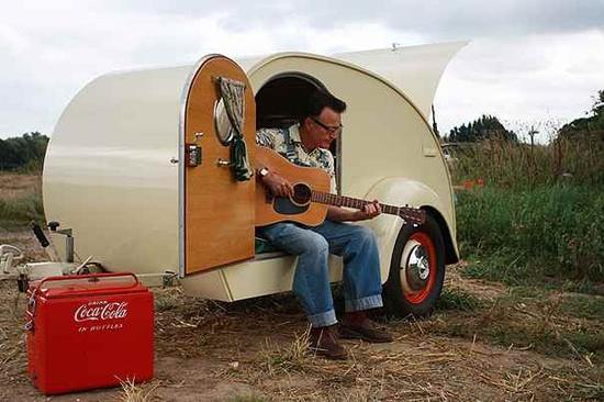 1 man Caravan...