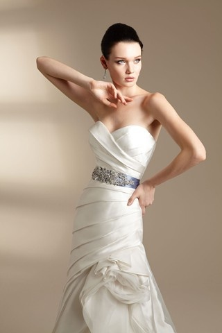 Jasmine 2012 Couture: Volume II - Spring 2012, love the vintage pose