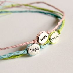 Express yourself! Tutorial for a simple woven bracelet with a single bead. #craftgawker