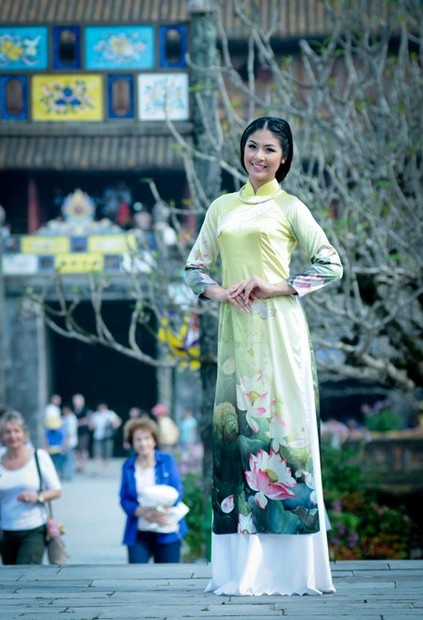 Go out with Ao dai Viet nam, you much try it, it's so great while wearing a country's traditional dress :) / aodaihoanguyen.co...