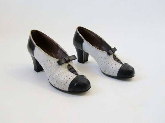 1930s 1940s Shoes Vintage Spectator Heels in Black & White