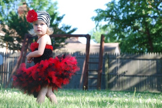 Cute flower girl... Red/Black