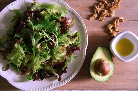 Leafy Salad with Avocado and Toasted Walnuts by asplashofvanilla #Salad #Avocado #Walnuts #asplashofvanilla