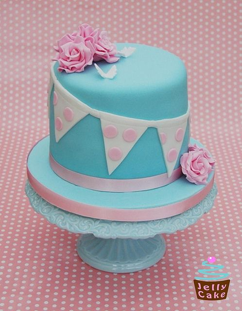 Roses and Bunting Cake