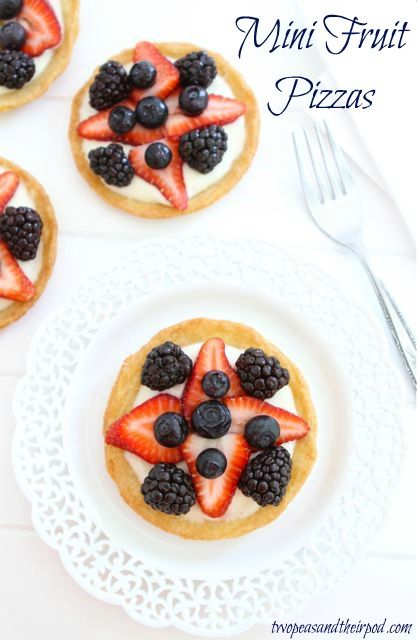 Mini Fruit Pizzas from @twopeasandpod.  So easy and yummy ... and perfect for a Memorial Day or July 4th bbq.  Pinning just for the cream cheese base, :-)