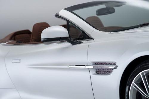 Aston Martin revela Vanquish Volante