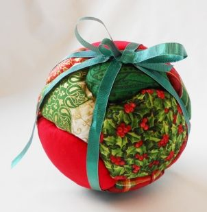 Fabric Christmas ornament • Décoration de noël en tissu www.fabricville.c...