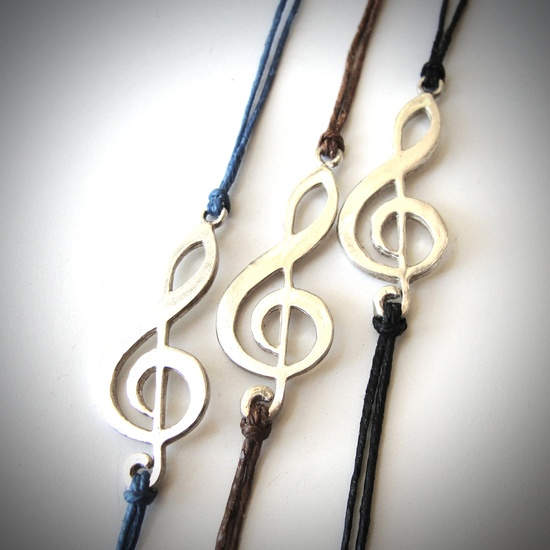Hey, music luvahs!...Vintage Sterling Treble Clef bracelet on linen. $26 from JewelryByMaeBee on Etsy.