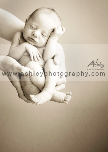 #newborn #pose in #hands