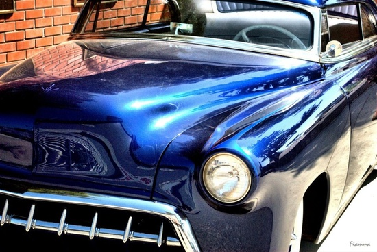Blue custom car.. cool!