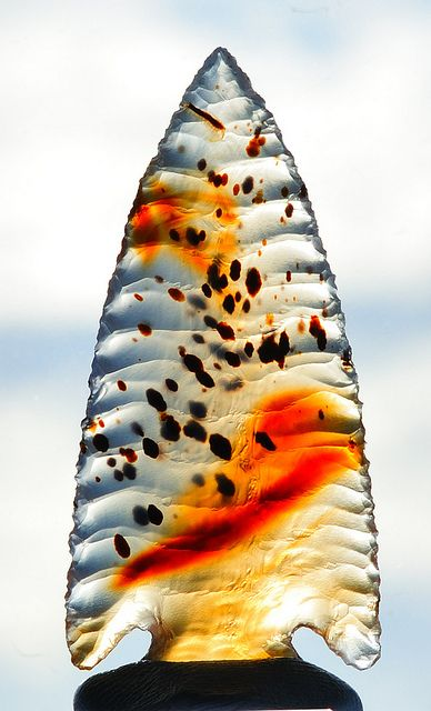 Hand Knapped Agate Arrowhead by Wood's Stoneworks and Photo Factory, via Flickr