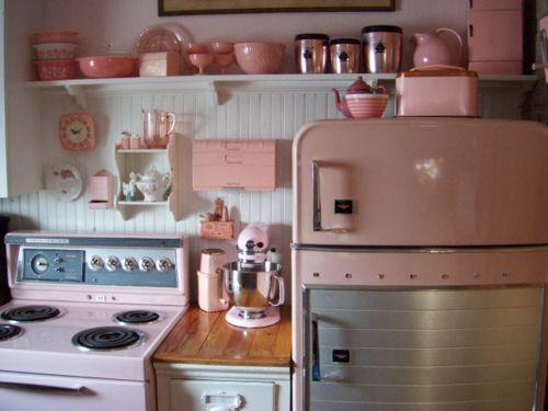 Fantastically pretty pink vintage kitchen. Want...so....badly! :) #kitchen #vintage #pink #1950s #home #decor #kitsch #retro #beautiful