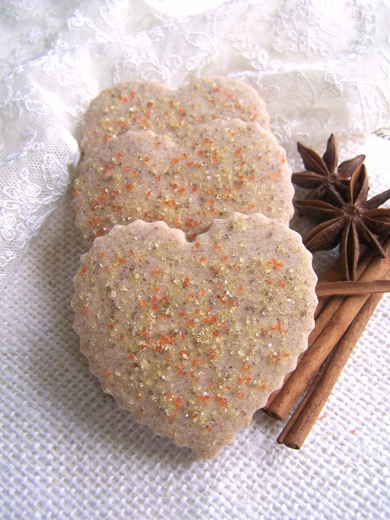 Perfect for all those who ? fall: Autumn Spice Shortbread Cookies. #food #shortbread #cookies #autumn #fall #Thanksgiving