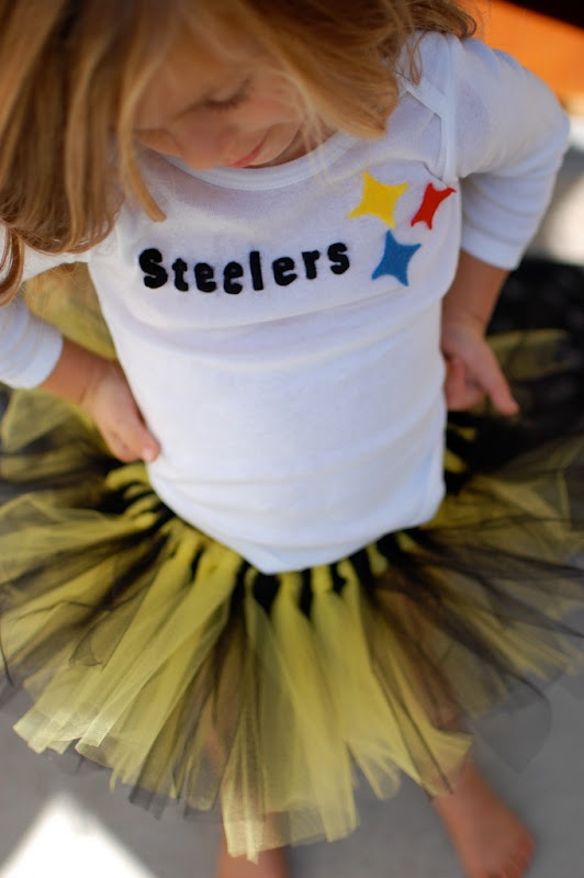So cute. Sports team baby outfit    Please 'Like', 'Repin' and 'Share'! Thanks :)
