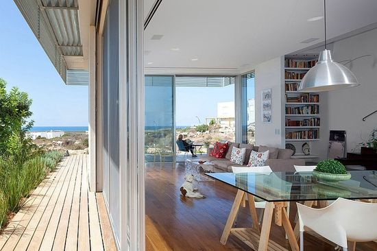 House A by Heidi Arad Architecture This modern house featuring spectacular views towards the sea is located in Habonim, on the southern side of Mount Carmel, North Israel. It was designed by Heidi Arad  following the principles of sustainable architecture.