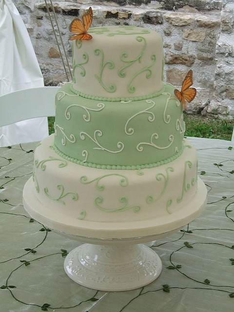Pièce montée papillon / #gateau #cake #tiered #mariage #wedding #papillon #butterfly