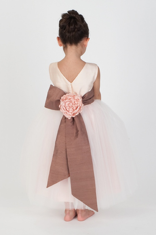 Flowergirl by katinakatoo.com/ #wedding #attire