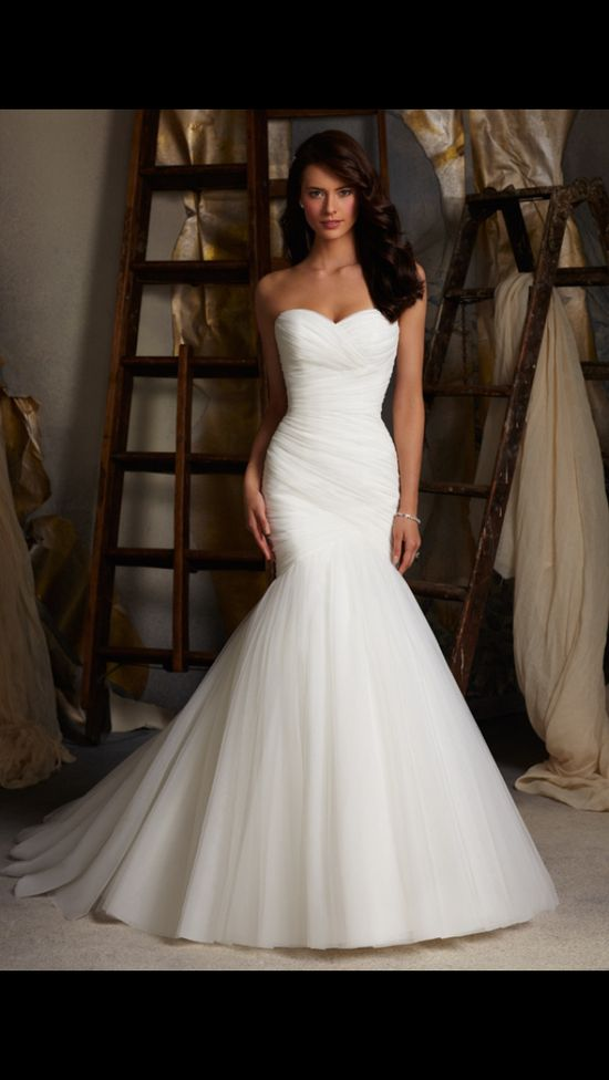 White sweet heart wedding dress. Oh my gosh. I love this cut of dress, I want it.