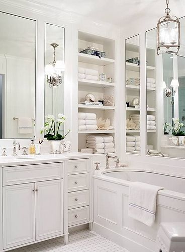 Beautiful white bathroom with mirror panels