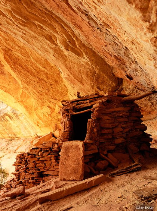 Ancient ruins in Owl Creek Canyon, Cedar Mesa, Utah