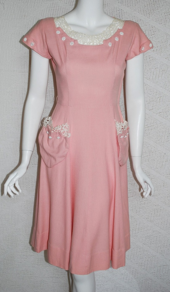 Such a splendidly pretty 1940s pink Doris Dodson Pink linen day (and/or swing) dress. #vintage #fashion #1940s