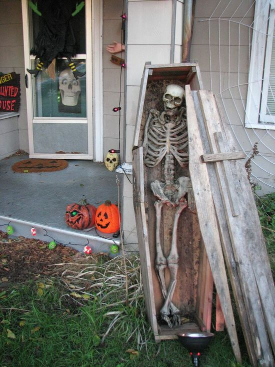 Halloween Decor: Skeletons