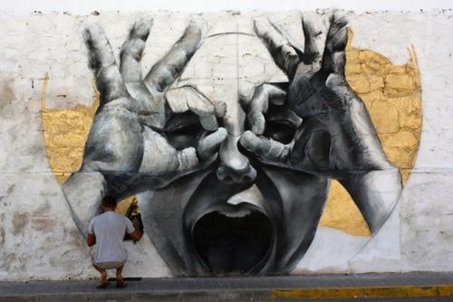 Graffiti : opschriften en tekeningen op openbare plaatsen, meestal aangebracht met spuitbussen en stiften