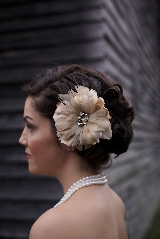 Perfect Fascinator for this beautiful bride! Photography by readyluck.com
