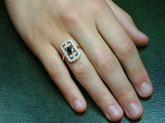 Art Deco ring with sapphire diamond
