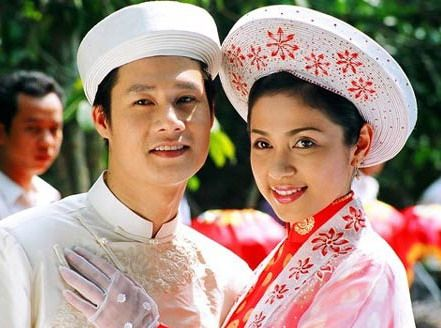 Vietnamese wedding-this hat seems to be traditional. With an American wedding dress would be so amazing.
