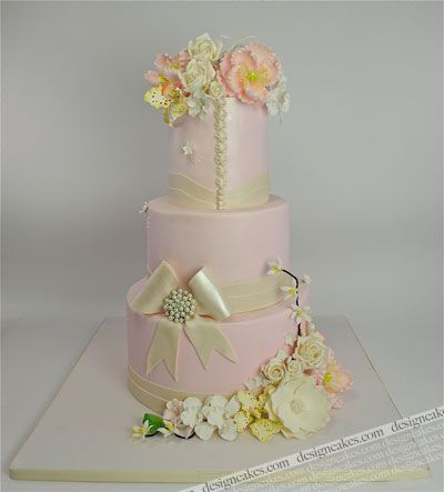 Gorgeous wedding cake #dental #poker