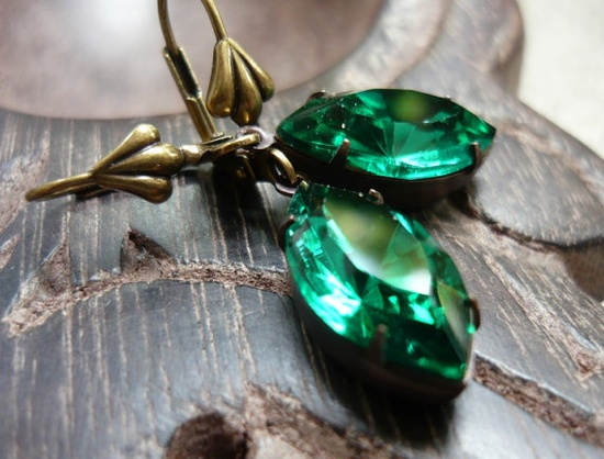 simple emerald earrings