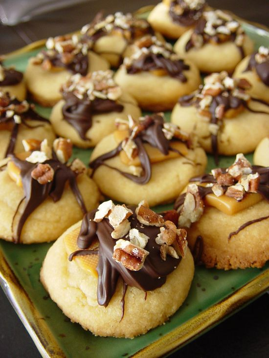 Scrumptiously inviting Caramel Pecan Treasures. Yum!!! #food #cooking #baking #dessert #cookies #caramel #entertaining