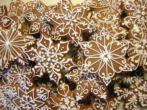 I can actually say I did this for Family Day and they actually turned out great! Not quite as intricate but I created a few neat patterns. #Snowflake #Decorated #Cookies via #TheCookieCutterCompany
