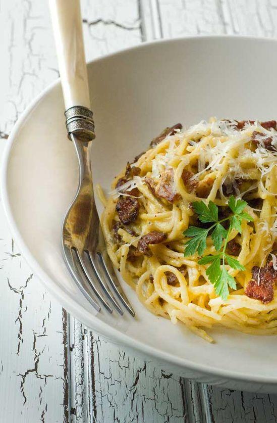 Gluten Free Spaghetti alla Carbonara with 5 ingredients #glutenfree #flamous #spaghetti #food #recipe @Jennifer Leal