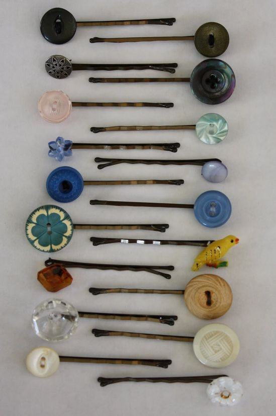 Button bobby pins, I so want to make these.