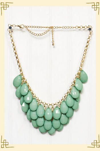 pretty statement necklace!