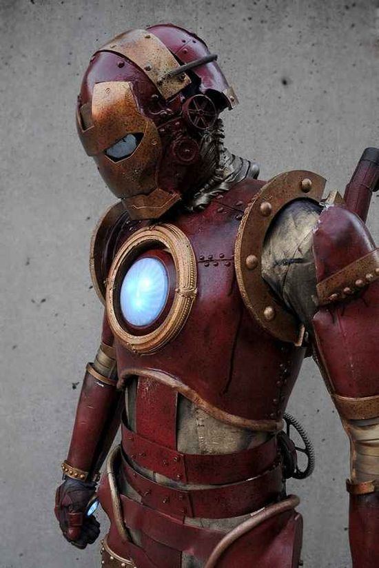 This steampunk Iron Man combines two of the most popular cosplay concepts and pulls of this awesome superhero hybrid