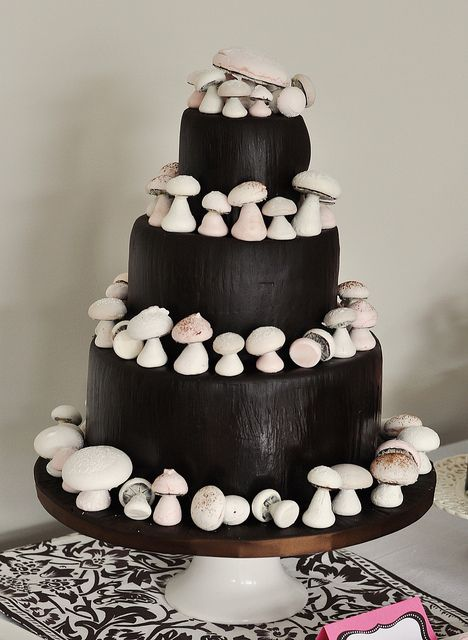 Woodland Mushroom Cake by Sweetapolita, via Flickr