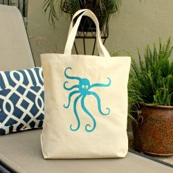 Tutorial and free template to stencil this adorable octopus on to a bag, t-shirt or pillow.