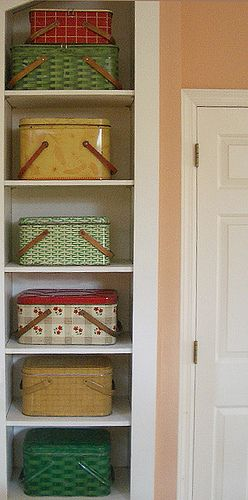 Vintage Picnic Tins; which one for today's picnic???