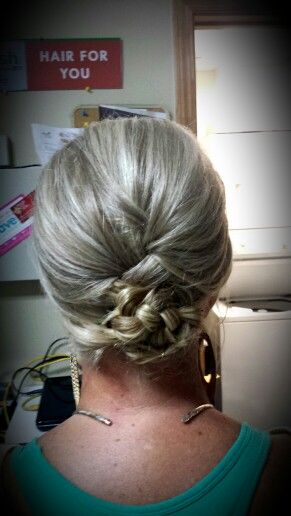 Loose braided hair style