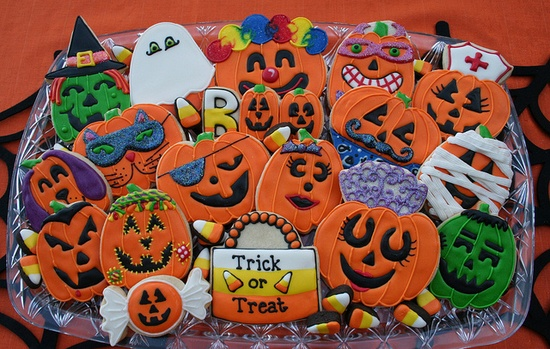 A tray full of completely terrific, creative, adorable Jack-o-lantern Halloween Cookies. #cookies #decorated #food #baking #dessert #cute #Halloween #pumpkins