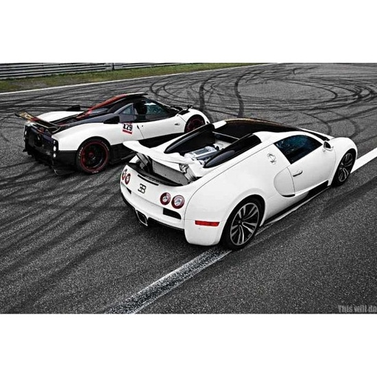 Bugatti Veyron vs Zonda Cinque. Ding, ding! who will win? bets placed now...