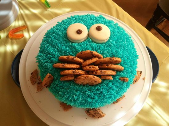Cookie Monster cake! ADORABLE.