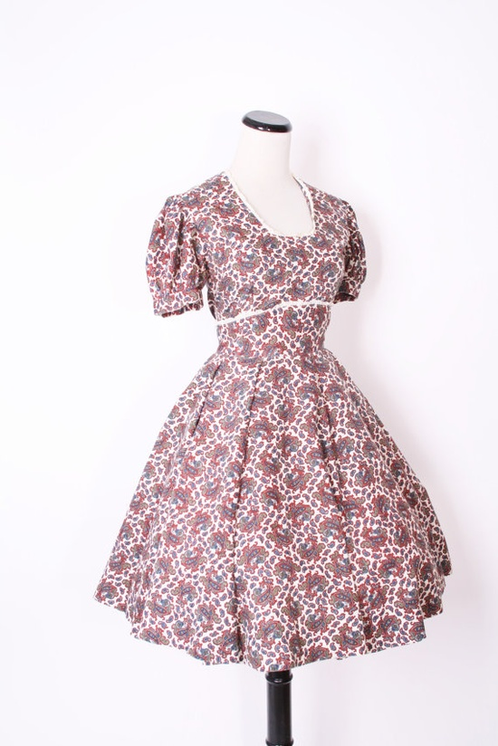 Vintage 1950s Short White Paisley Christmas Mad Men by aiseirigh, $136.00