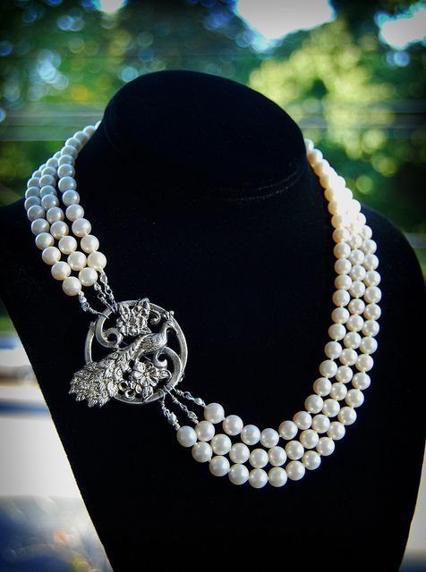 vintage pearl necklace and peacock broach. classy