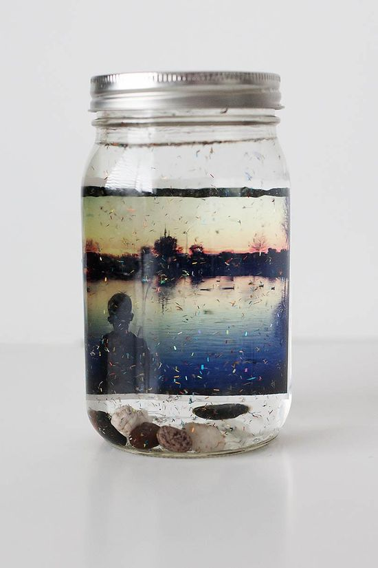 DIY Gifts: Photo snow globes are a perfect gift for family and grandparents.  #diy #gifts